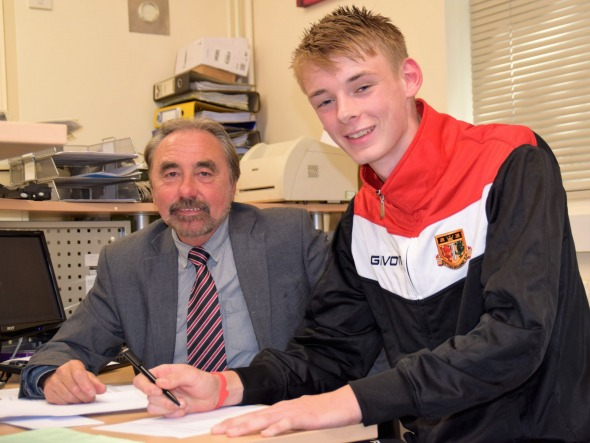 Lex Allan (Right) signs Sittingbourne FC contract with club secretary John Pitts (Left) - Credit: Ken Medwyn (www.sittingbournefc.co.uk)